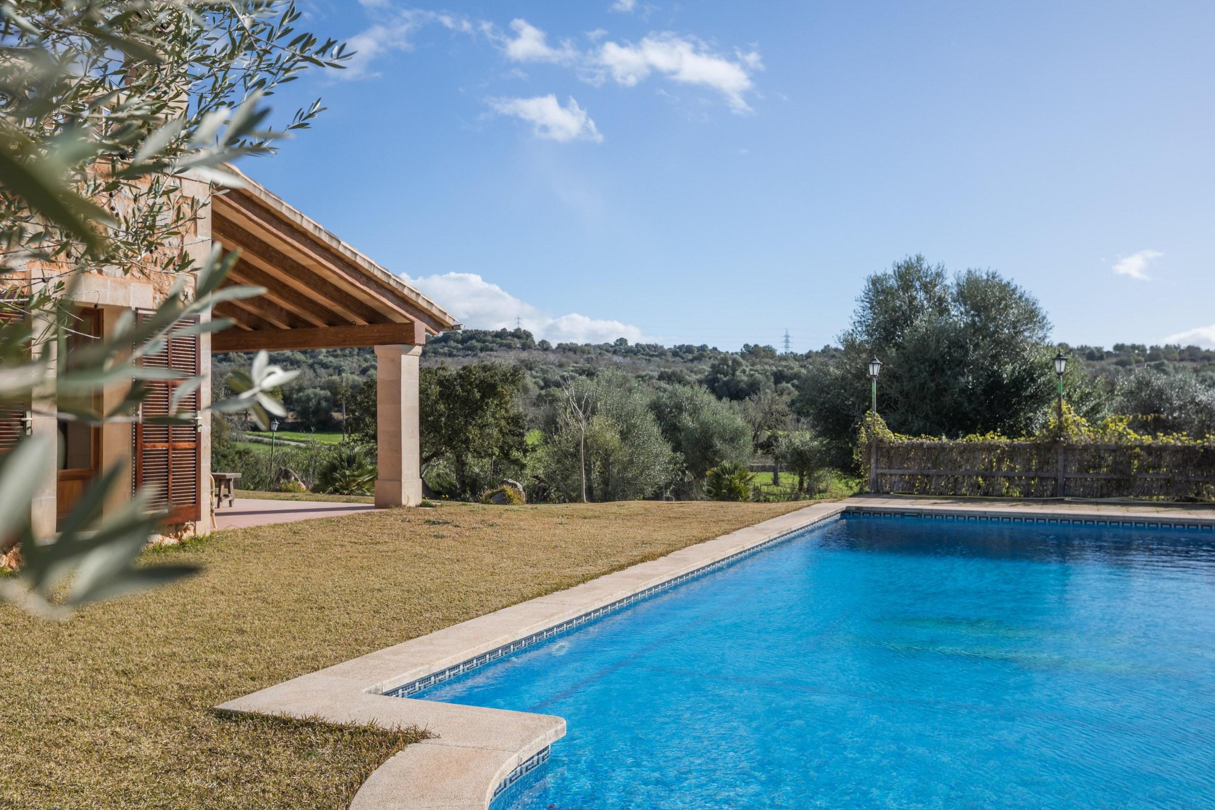 Großer Pool finca mallorca porreres 10 personen grosser pool moderne ausstattung